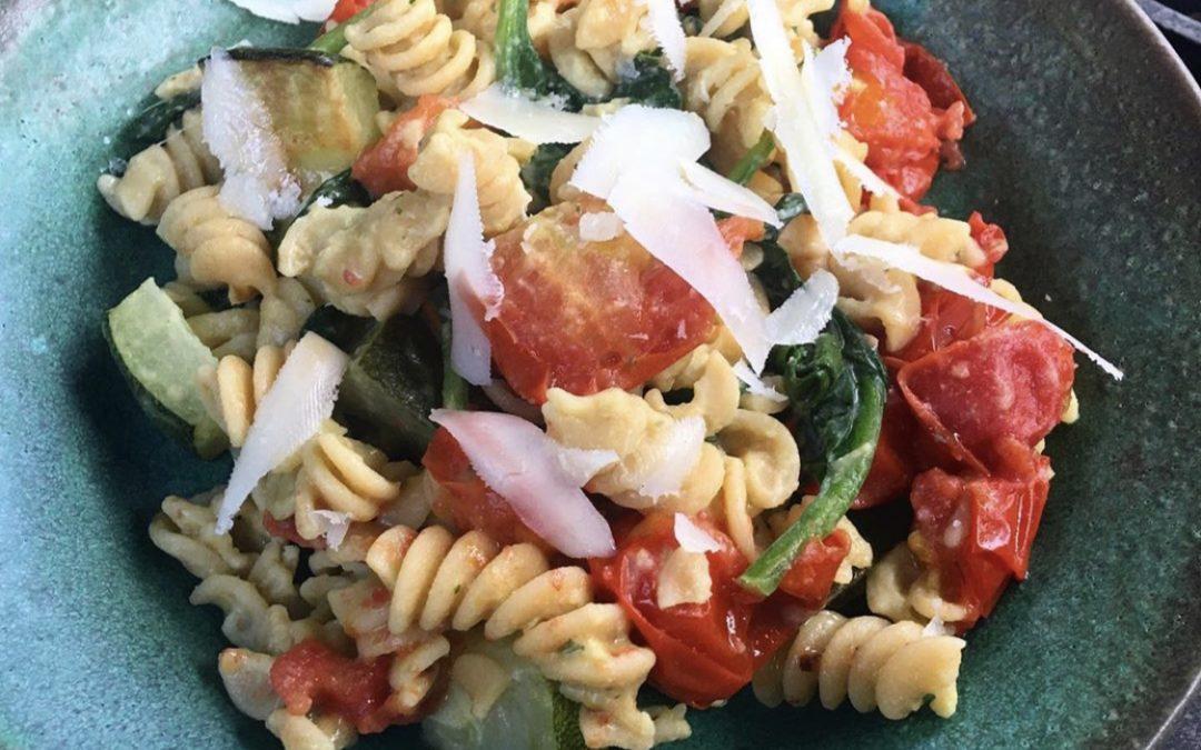 Pesto Hummus Pasta Recipe by Tessa's Eats